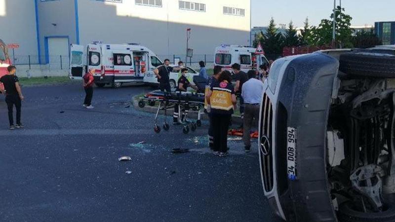 Kamyon ile servis minibüsü çarpıştı! Yaralılar var