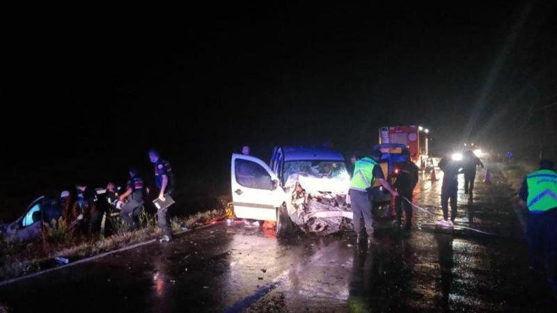 Tekirdağ'da feci kaza! İki araç kafa kafaya çarpıştı