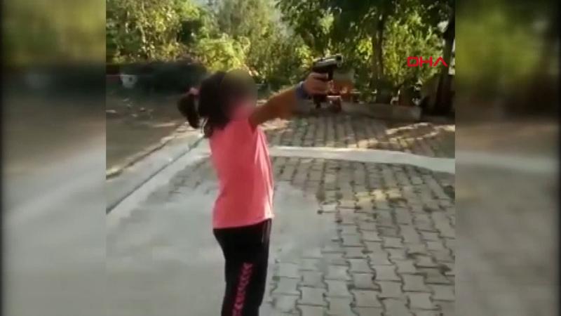 Çocuğa zorla ateş ettirirken ölümden döndü!