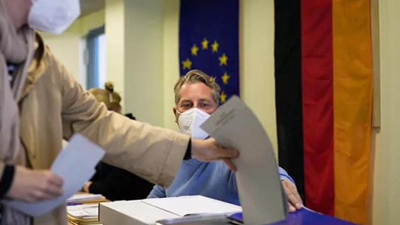 Almanya'da başörtülü kadının oy kullanmasına izin verilmedi
