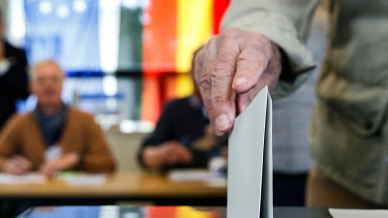 """Almanya'daki seçimlerde """"başörtüsü"""" skandalı"""