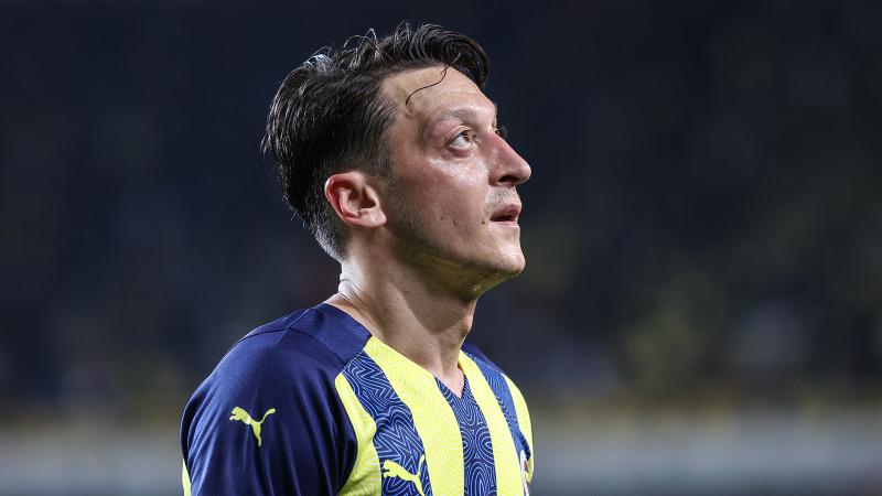 Fenerbahçe'ye Olympiakos maçı öncesinde Mesut Özil'den kötü haber