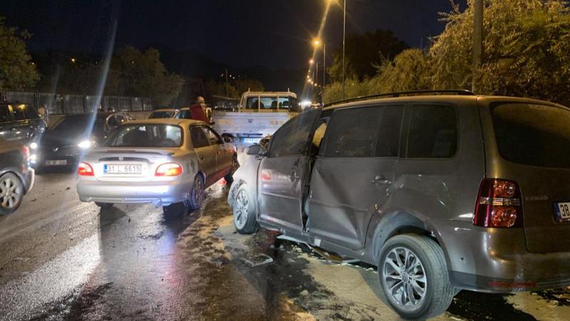 Kayseri'de facia gibi kaza: 2'si ağır 6 yaralı