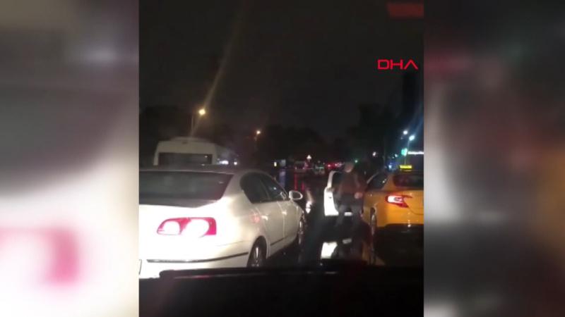 İstanbullunun taksici çilesi bitmiyor! Kovaladı, yolunu kesip saldırdı