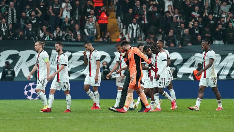 Beşiktaş'ta 3 futbolcuya tribünlerden ıslıklı tepki!