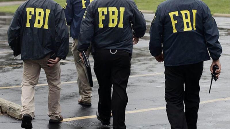 FBI, Putin'e yakın ismin evini bastı!