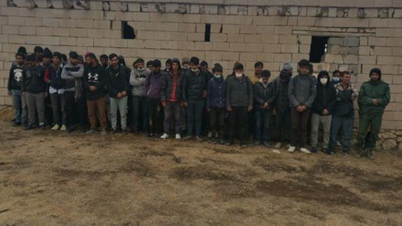 Metruk binada Afganistan uyruklu 164 kaçak göçmen bulundu