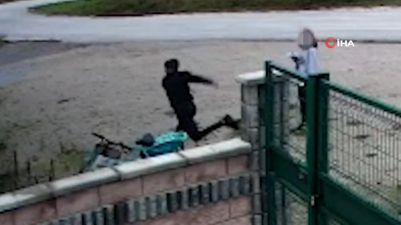 Belediyenin bisikletini tekmeleyerek devirdi