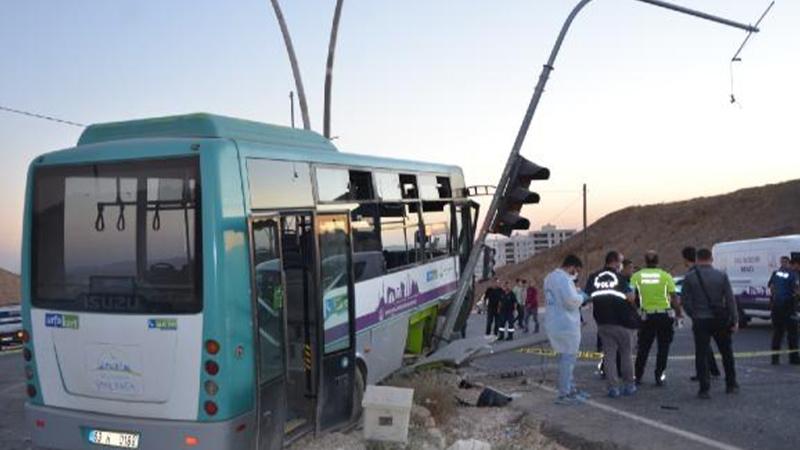 Şanlıurfa'da feci kaza! Halk otobüsü ile otomobil çarpıştı