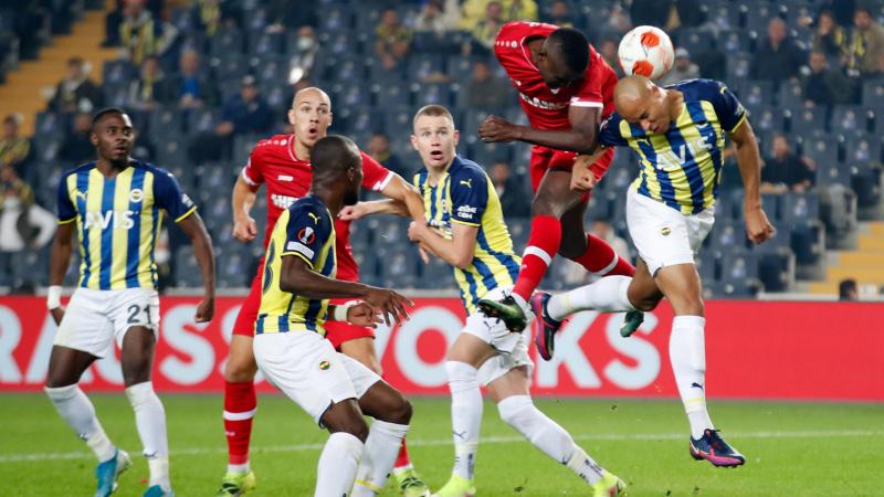 Fenerbahçe evinde Antwerp'e takıldı