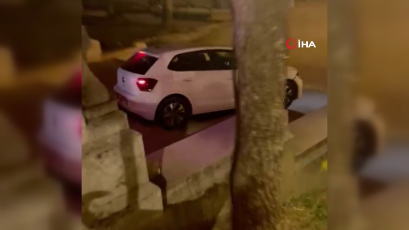 Alkollü sürücünün navigasyon inadı! Merdivende asılı kaldı