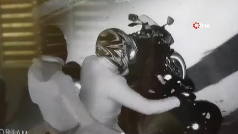 Güvenlikli diye taşındığı siteden motosikletini böyle çaldılar