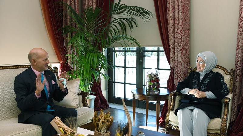 Emine Erdoğan Birleşik Krallık Ankara Büyükelçisi Chilcott ile görüştü