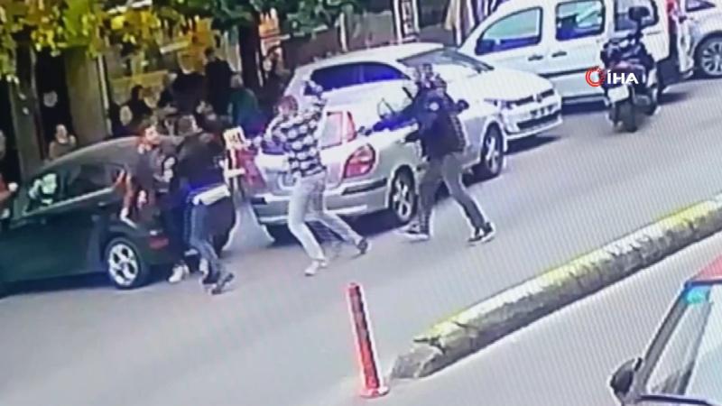 Sokak ortasında döner bıçağı ve silahla saldırdılar