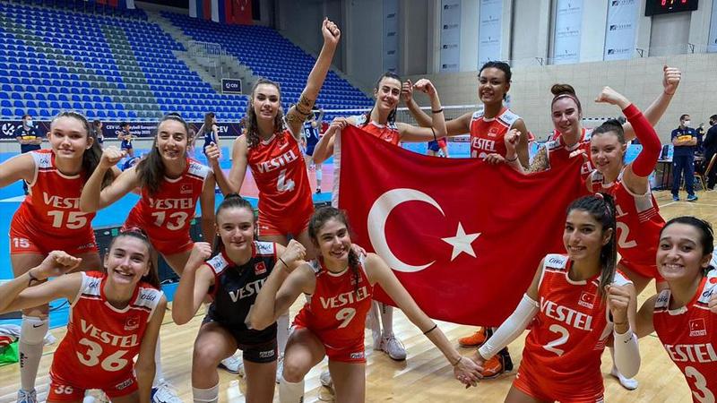 17 Yaş Altı Kız Milli Takımı Avrupa ikincisi oldu