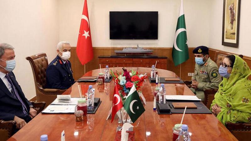Bakanı Akar'dan Pakistan'da önemli mesajlar