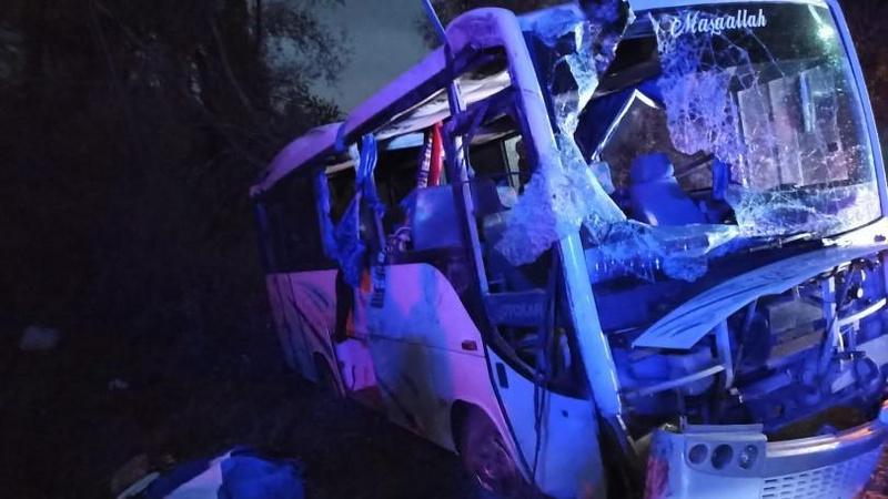 Isparta'da korkunç kaza: 1 ölü, 24 yaralı