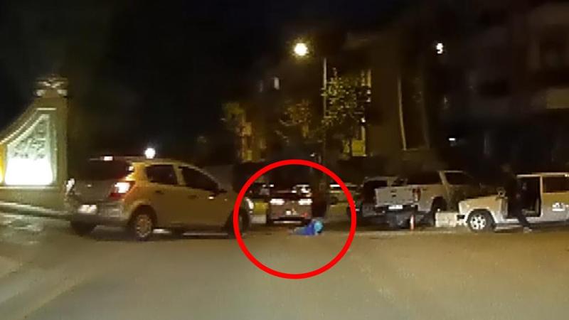 3 yaşındaki çocuk, hareket halindeki otomobilden düştü