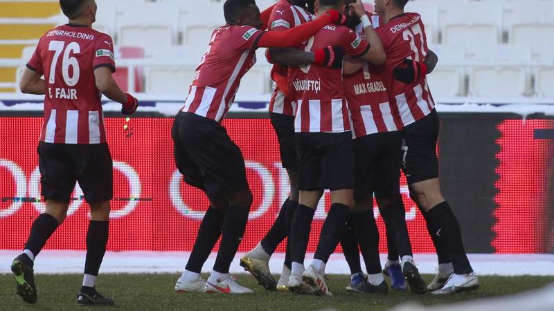 Sivasspor, Kayserispor'u 2 golle geçti