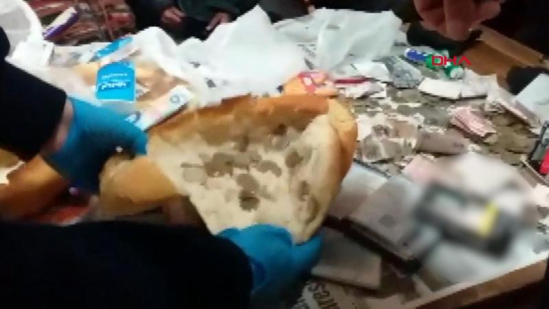 Dilencilerin yöntemi şaşırttı! Ekmek arası bozuk para