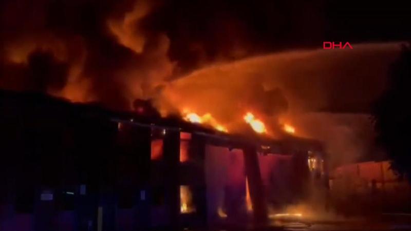 Korkutan fabrika yangını! 150 itfaiye müdahale ediyor