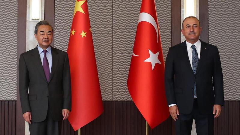 Çinli mevkidaşı ile görüşen Çavuşoğlu'dan aşı açıklaması