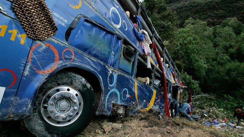 Yolcu otobüsü devrildi: 10 ölü, 35 yaralı