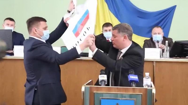 Ukrayna İl Meclisi'nde arbede