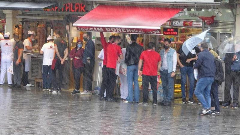 Şiddetli yağış, trafikte yoğunluk