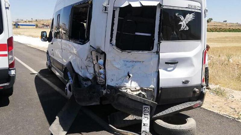 Öğretmenleri taşıyan servis kaza yaptı! 10 yaralı var