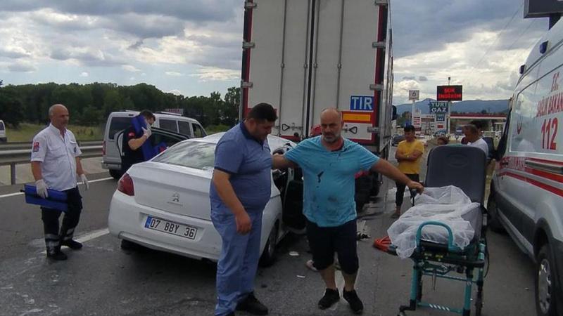 Sakarya'da feci kaza: 5 yaralı!