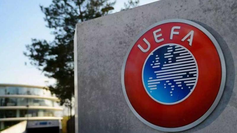 Macaristan'a 3 maç seyircisiz oynama cezası
