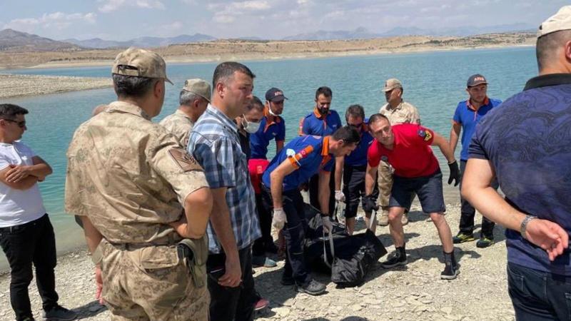 Serinlemek için girdiği baraj gölünden cansız bedeni çıktı