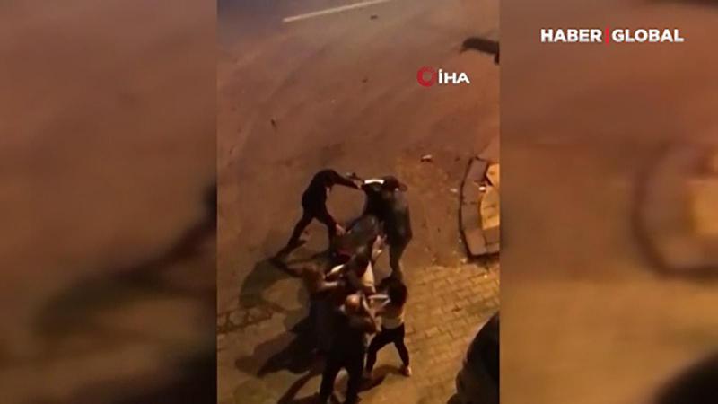 İki genç kızın kavgasında tekmeler konuştu