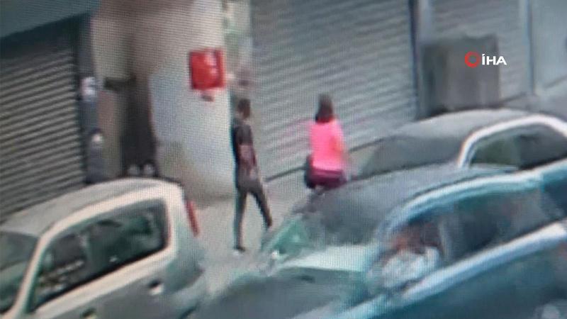 Genç kız sokak ortasında böyle darp edildi!