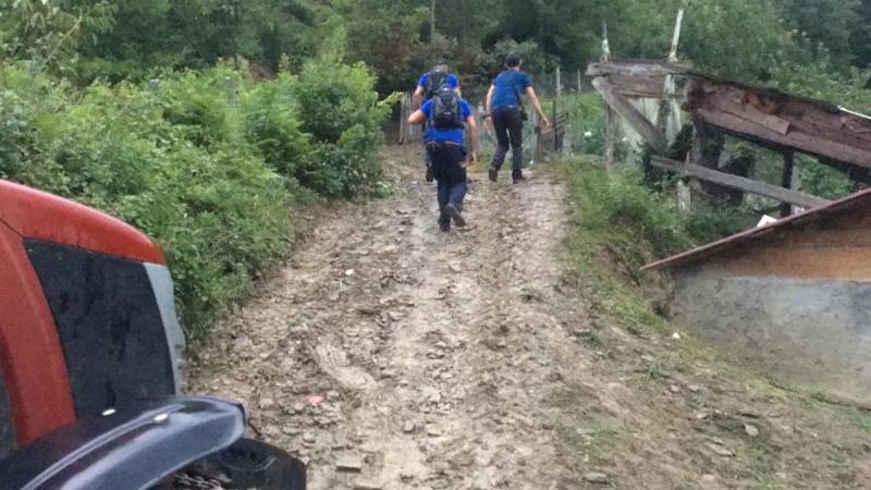 Alevli bir cisim düştüğü ihbarı ekipleri harekete geçirdi