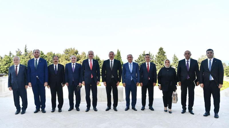 Aliyev, AK Parti heyetini kabul etti