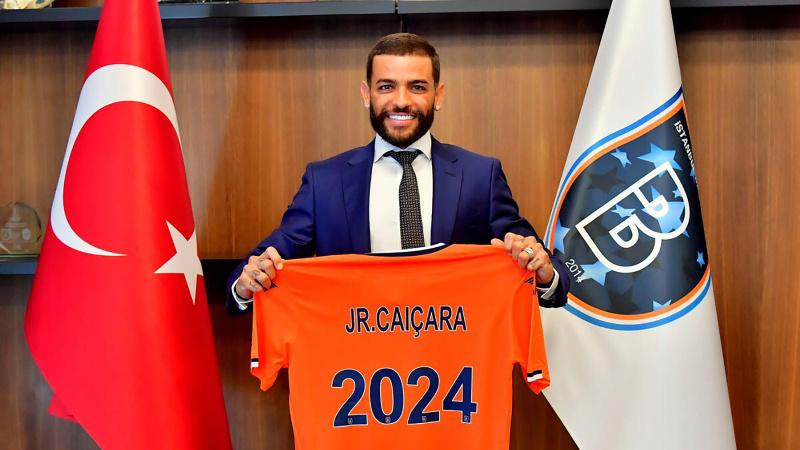 Junior Caiçara, 3 yıl daha Başakşehir'de