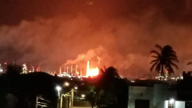 Meksika'da petrol rafinerisinde korkutan yangın