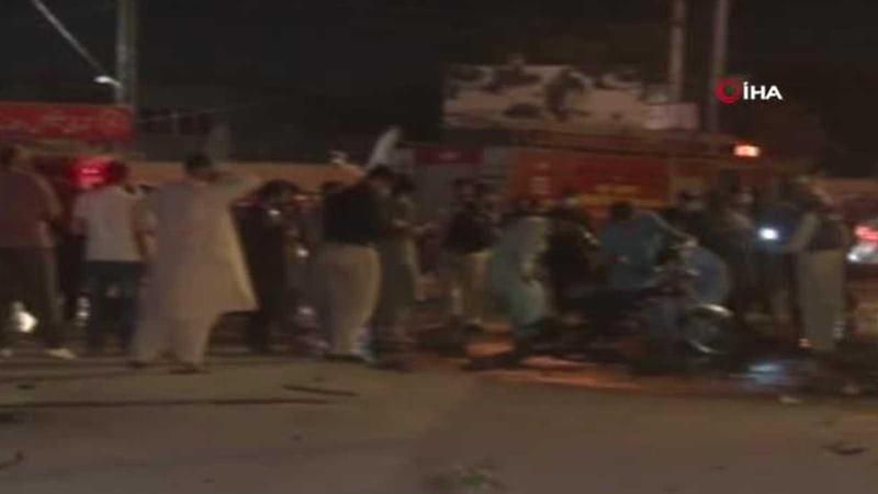 Polis minibüsüne bombalı saldırı: 2 ölü, en az 12 yaralı