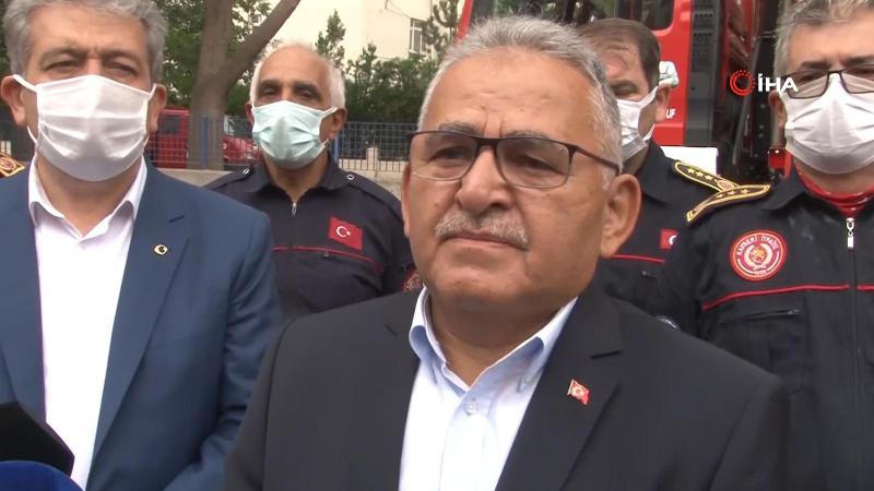 Belediye Başkanı itfaiyecileri gözyaşlarıyla karşıladı