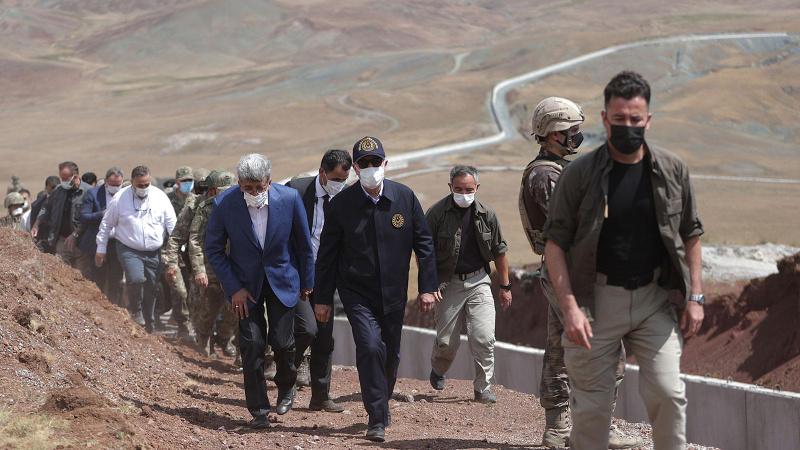 Bakan Akar ve komutanlar İran sınırında