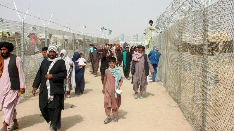 Pakistan'dan destek: Afganistan köleliğin zincirlerini kırdı