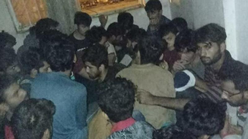 Apartman dairelerinde saklanan 115 düzensiz göçmen yakalandı