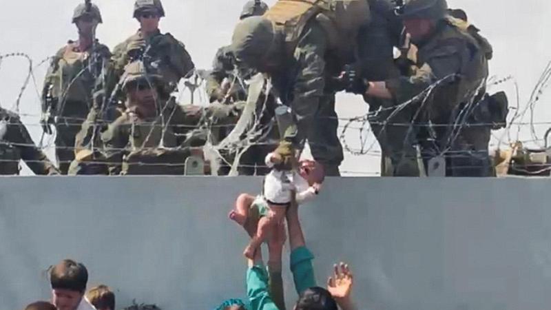 Taliban kapı kapı dolaşıp aileleri hedef alıyor!