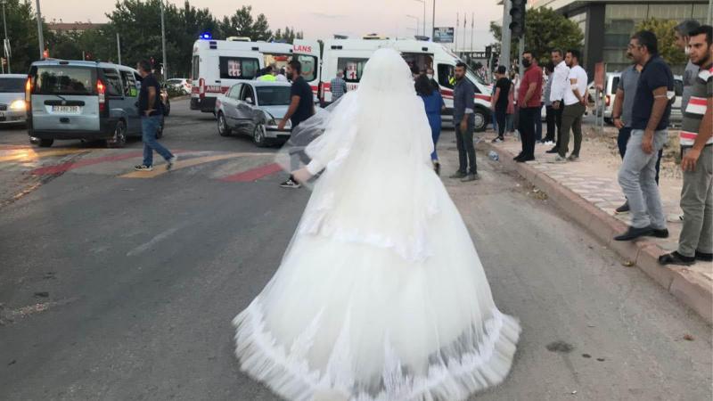 Gelin düğünü bıraktı, teyzesine koştu