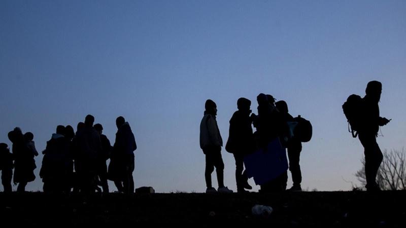 Metruk binada 25 düzensiz göçmen yakalandı