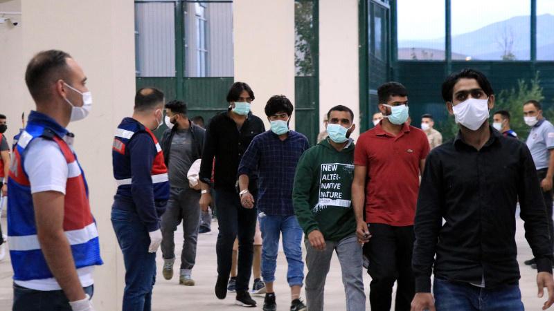 140 düzensiz göçmen İstanbul'dan sınır dışı edilecek