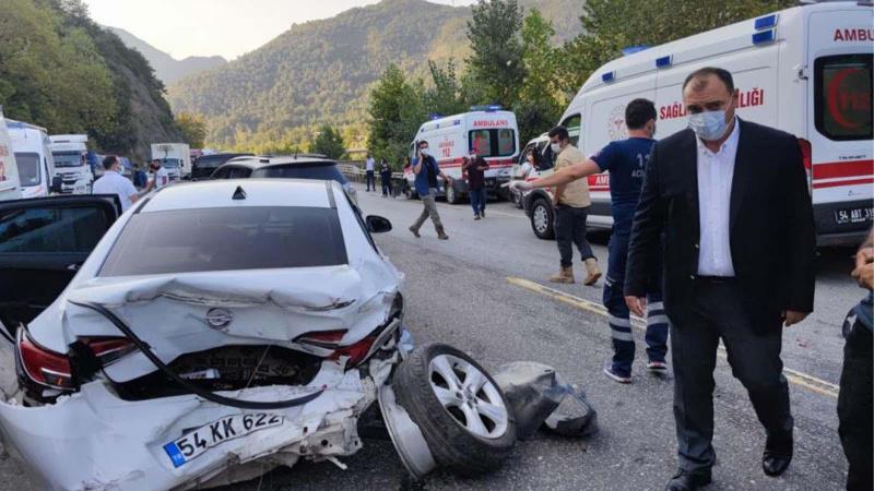 Sakarya'da feci kaza: 12 yaralı!