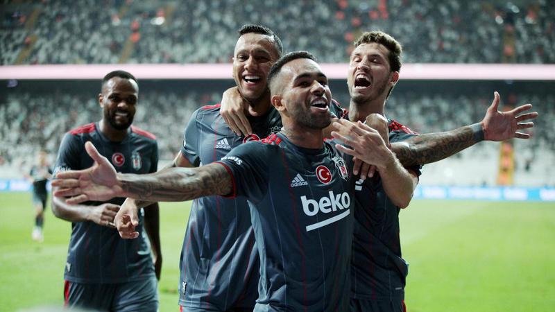Beşiktaş, 10 kişiyle kazanmasını bildi